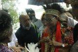 Menteri Yohana salurkan bantuan di Distrik Atsy