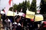Belasan orang demo tagih realisasi program Bupati