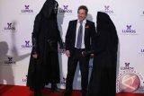 Hugh Grant akhirnya nikahi produser televisi swedia