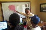 Cari informasi, masyarakat datangi Pos Pengamatan Merapi