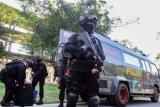 Polisi bersenjata lengkap kawal sidang pembubaran JAD