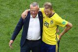 Pelatih timnas Swedia Janne Andersson akan absen saat melawan Kroasia dan Prancis