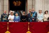 Keluarga Kerajaan Inggris akan nonton 'James Bond' bersama nakes
