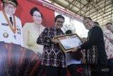 Gubernur berikan penghargaan kepada BI Perwakilan NTT