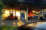 Gara-gara selang pengisi BBM tersangkut, Lamborghini terbakar habis