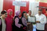Indo Jalito sunat 300 anak di Solok