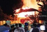 Bangunan panti asuhan Darurahmah Buntok ludes terbakar
