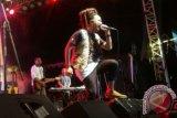 Muhamad sukses membakar aksi panggung dalam festival Reggae