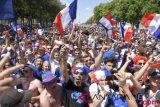 Suporter Prancis bersuka cita dari Paris sampai Moskow