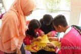 Sebanyak 23 Siswa Mengenal Nusantara (SMN) asal Provinsi Lampung, mendapat pelatikan menyulam Karawo yang merupakan sulaman khas daerah Gorontalo.