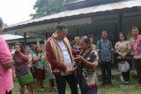 Tangis haru lepas rindu warga transmigran dan Komisi V DPRD NTT