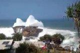 Siklon tropis masih picu gelombang tinggi laut di Yogyakarta