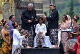 12 Anak ikuti ritual potong rambut gimbal akhiri DCF 2018