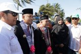 Sambut Pimpinan Baru, Masyarakat Padati Batas Kota Bantaeng