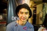 Devano lebih memilih genre pop untuk karier musiknya