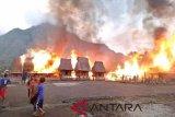 Artikel - Misteri terbakarnya kampung adat di NTT
