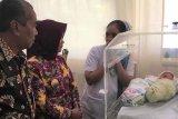 Wakil wali kota jenguk bayi dibuang ibunya
