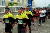 Ratusan pelari Kalteng meriahkan 'Batik Run' Sampit