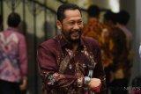 Dirut Bulog Budi Waseso berjalan keluar seusai mengikuti rapat terbatas di Kompleks Istana Kepresidenan, Jakarta, Rabu (31/10/2018). Rapat terbatas yang tertutup bagi wartawan tersebut membahas antara lain pangan, perminyakan dan ketenagakerjaan. ANTARA FOTO/Wahyu Putro A/pras.