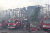 Kebakaran Pasar Legi, petugas Damkar masih lakukan pendinginan