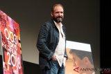 Ralph Fiennes: Saya masih belajar menjadi sutradara