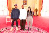 Berikan sepatu untuk pemimpin Uganda, Kanye West dapat nama Afrika