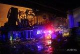 Atasi kebakaran Pasar Legi, puluhan mobil pemadam dikerahkan