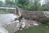 Talut sungai di Selopamioro Bantul ambrol