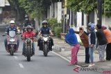 Presiden Jokowi Blusukan ke Pasar Naik Motor
