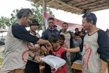 Meriahkan HUT Ke-81, Antara NTB gelar baksos untuk anak nelayan