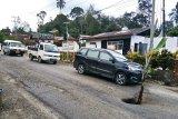 Jalan Lintas Timur Sumatera rusak parah