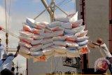 Asosiasi petani minta pemerintah  kaji ulang kebijakan impor beras