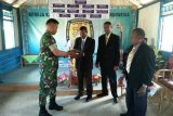 TNI sumbang Alkitab kepada warga Jemaat Gereja Pantekosta Arso