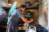 Warga Desa Labuhanratu IX Lamtim Manfaatkan Biogas dari Kotoran Sapi