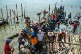 Pembuatan dok perahu tradisional
