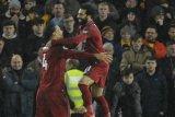 Lindungi Mohamed Salah, Van Dijk bertengkar dengan bek Arsenal