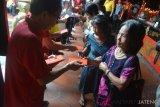 1.400 lansia Kota Semarang terima angpau dari Kelenteng Tay Kak Sie