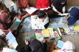 Cerdaskan masyarakat, pemuda di Padang Pariaman bikin taman bacaan (video)