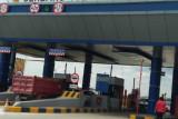 Volume kendaraan lewati Gerbang Tol Kota Baru turun 42 persen