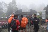 Pendaki diminta antisipasi suhu dingin ekstrem puncak Gunung Lawu