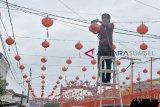 Persiapan Jelang Perayaan Imlek di Palembang