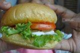 Burger terbesar 10.000 kalori ada di Bangkok