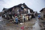 Pandemi COVID-19 membuat jumlah orang miskin bertambah