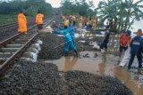 Sejumlah perjalanan kereta api  terganggu akibat banjir Jakarta