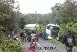 Mobil trailer halangi jalan di sekitar Gunung Grinsing, transportasi terganggu