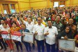 Mensos serahkan bantuan PKH-BPNT di Makassar
