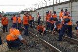 KAI Periksa Rel Pastikan Keamanan Jalur Kereta
