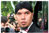 Musician Ahmad Dhani transferred to Surabaya prison for another trial
