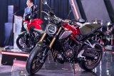 Motor jenis big bike Honda CB650R dihadirkan saat peluncuran di Bandung, Jawa Barat, Sabtu (9/2/2019). Motor berkonsep Neo Sport cafe mengekspresikan sensasi sporti, modern didukung mesin 4 slilinder 650cc DOHC yang memiliki 6 perpindahan gigi, menghasilkan power 66,5KW/11.000 rpm serta memenuhi standar Euro 3 dan dipasarkan dengan harga OTR DKI Jakarta Rp 265 juta. ANTARA JABAR/M Agung Rajasa/agr.