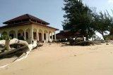 Abrasi terus mengikis Pantai Ujung Pandaran, objek wisata religi terancam